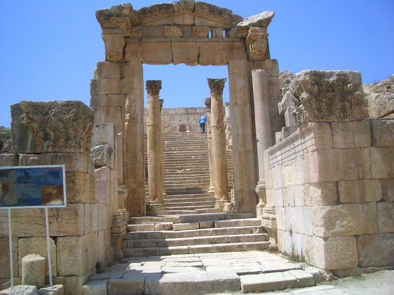Иордания: древний город Джараш