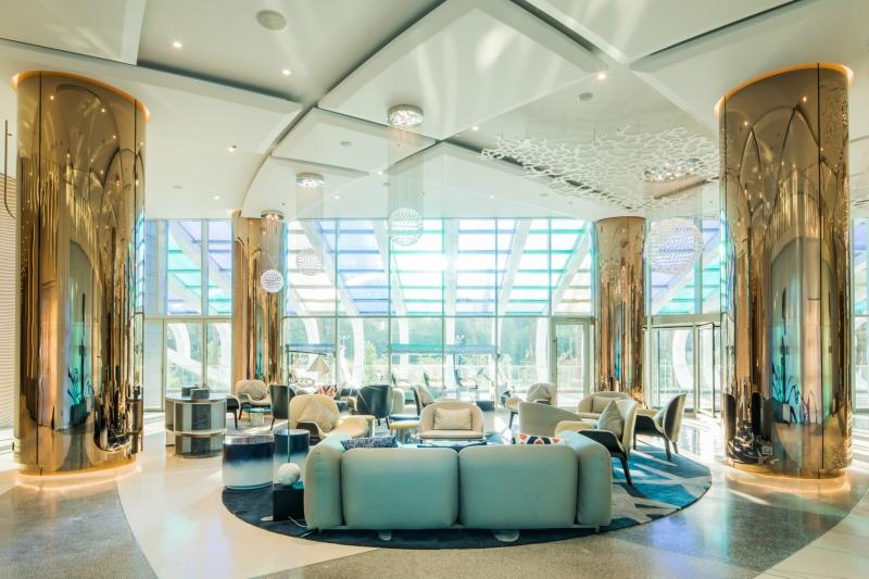Paragraph Resort & Spa