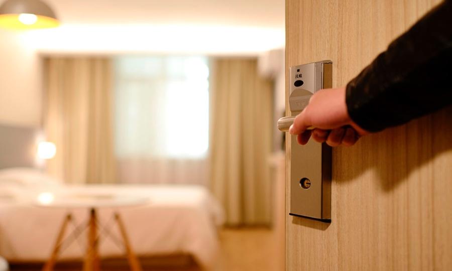 Правительство РФ продлило меры поддержки гостиниц и ресторанов